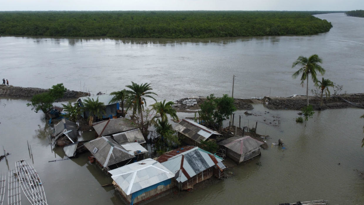 Photo of Scores dead after Cyclone Amphan makes landfall in India, Bangladesh