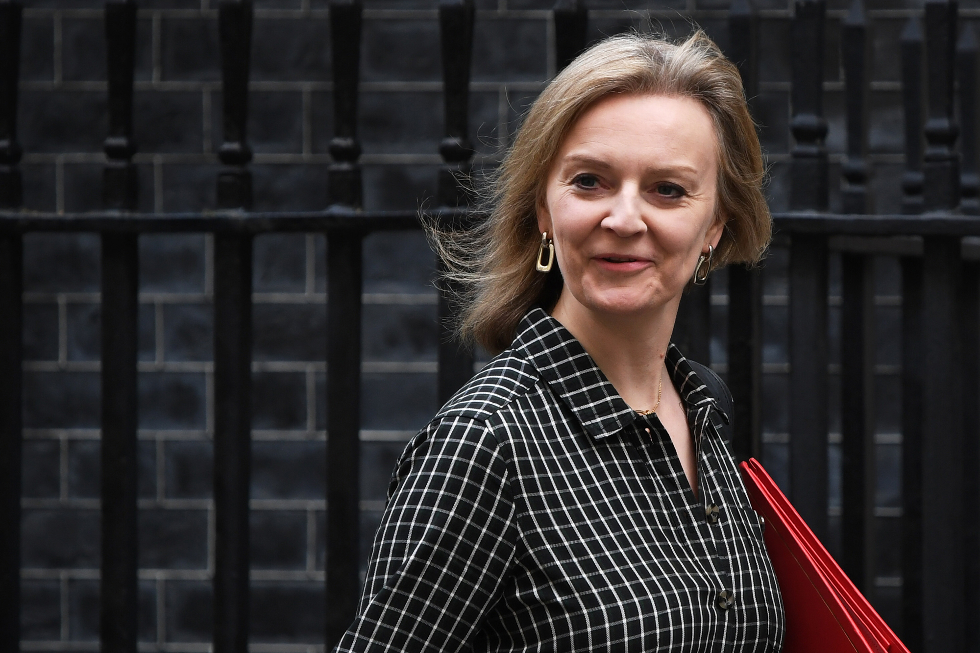 Photo of Liz Truss takes on US and the world