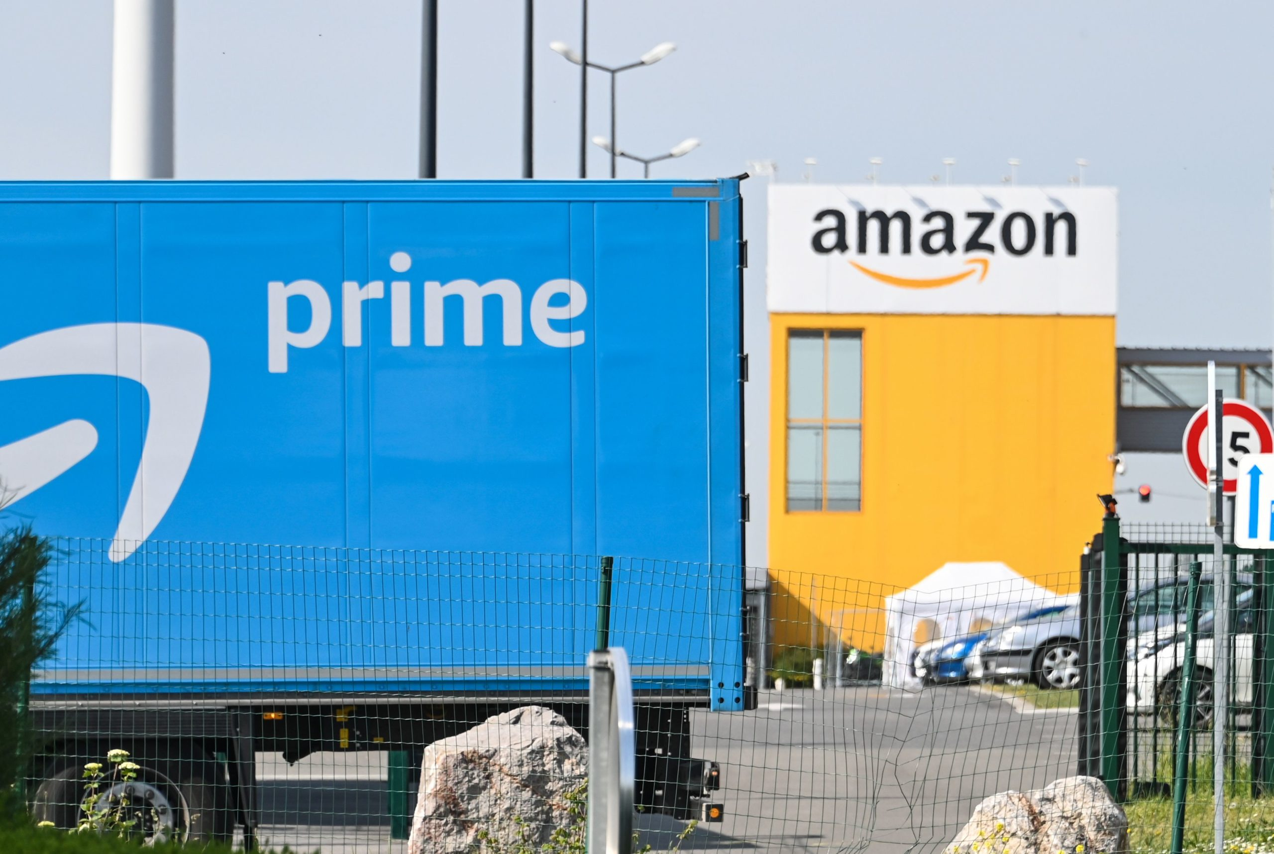 Photo of Amazon to start reopening French warehouses on May 19
