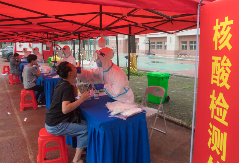 Photo of Wuhan swabs 9 million people, tests 6.5 million for COVID-19 in 10 days