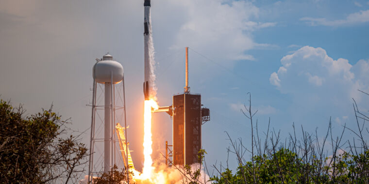 """Photo of """"The trampoline is working""""—SpaceX returns human spaceflight to America"""