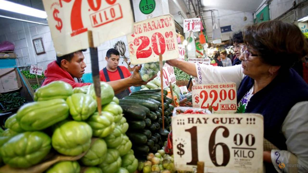 Photo of In Mexico, one of world's biggest food markets stirs unease about infections