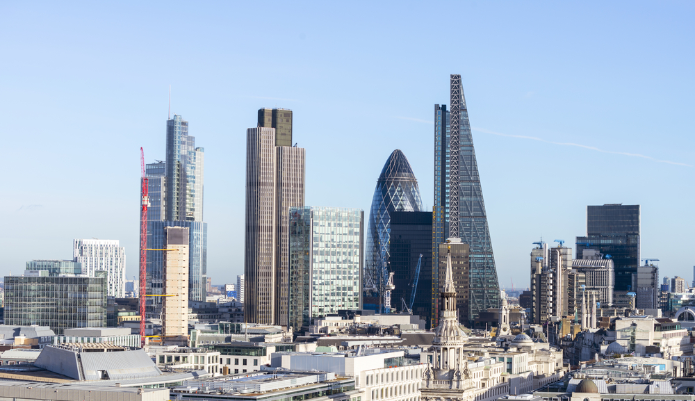 Photo of FTSE 100 climbs higher on Friday as investor sentiment gets a boost this week