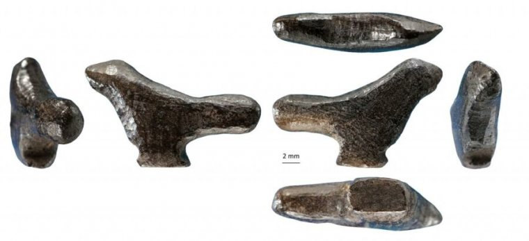 Photo of 13,300-year-old Chinese bird figurine found in a rubbish heap