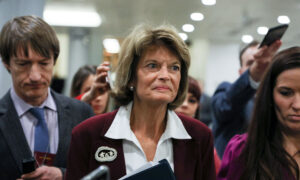 Photo of Republican Senator Says Shes Not Sure Whether to Support Trump