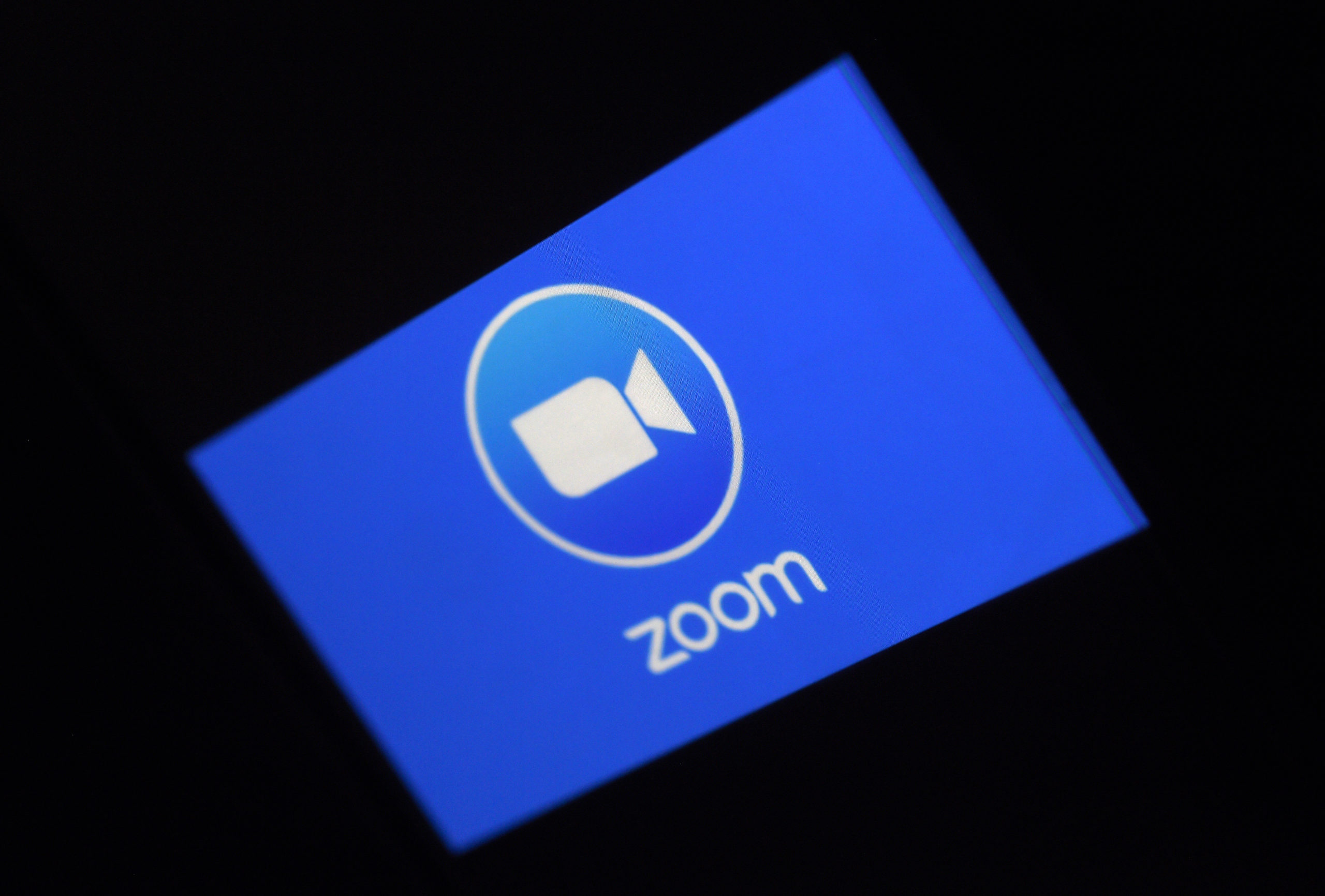 Photo of Zoom apologizes for punishing users at Chinas request