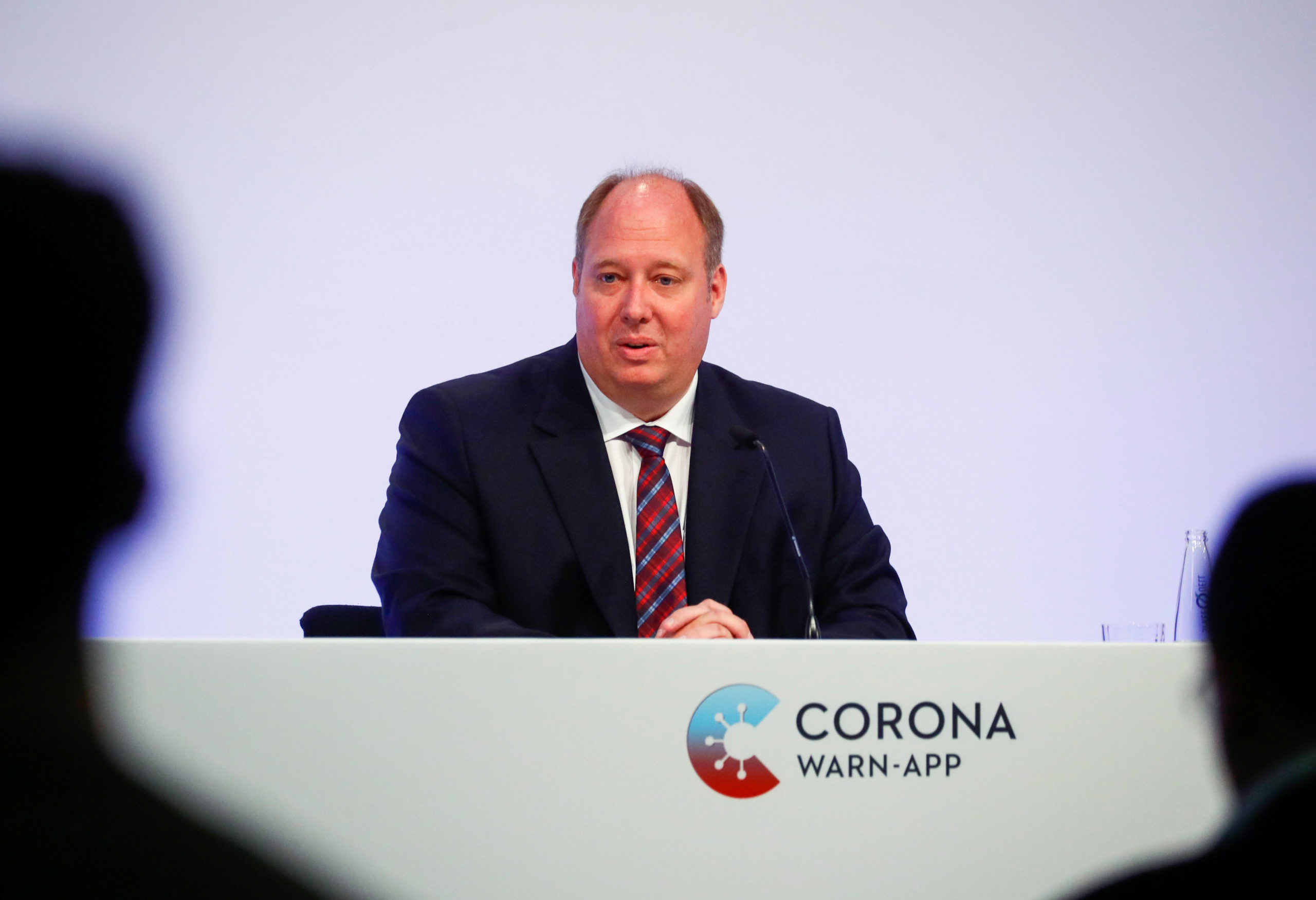 Photo of Privacy-savvy Germany launches coronavirus contact-tracing app