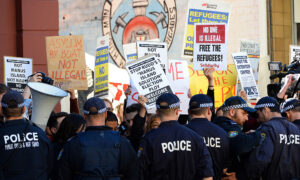 Photo of Almost 40 Arrested at Rowdy Qld Protest