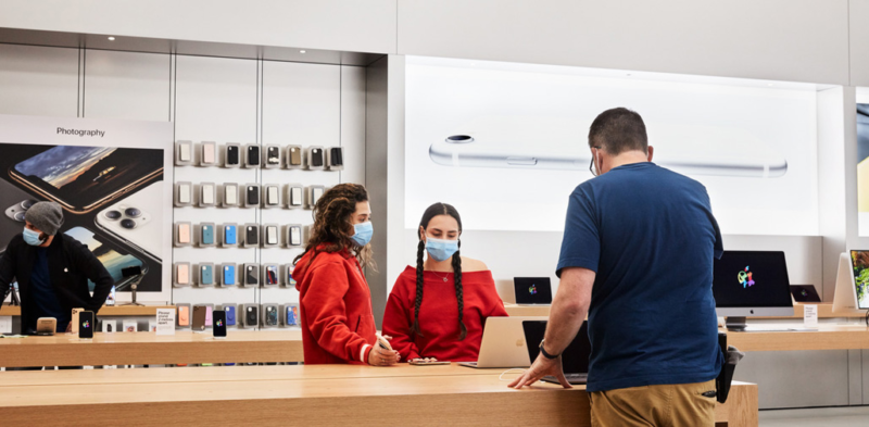 Photo of Apple is reopening a bunch of stores in the US and Canada… again