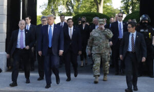 Photo of Trump Deploying Heavily Armed Soldiers to Washington, Vows to Crush Riots Nationwide