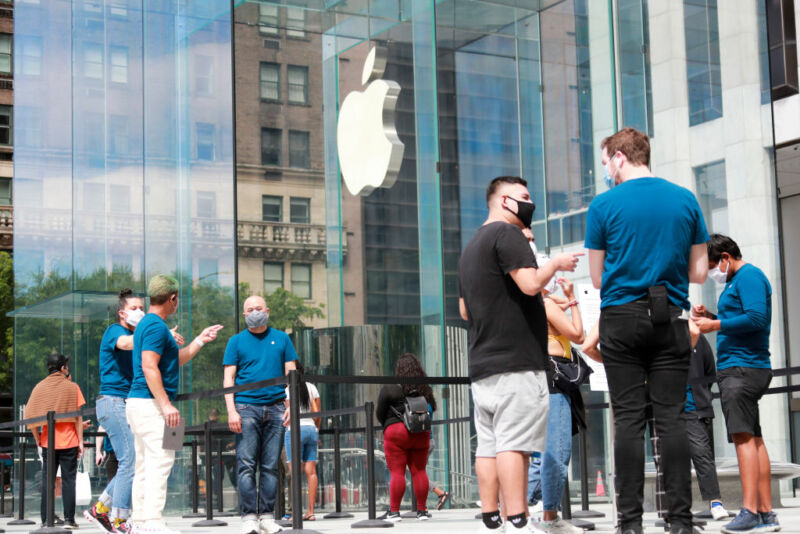 Photo of Apple to close some stores in states where virus cases are rising