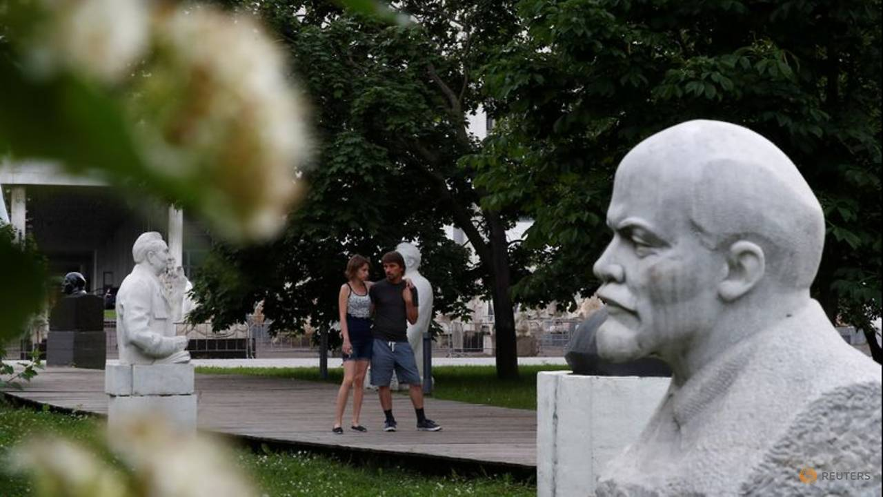 Photo of Toppling of statues in West prompts reflection in Russia, Ukraine over Soviet monuments