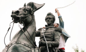 Photo of Senators: Far-Left Radicals Causing Anarchy by Tearing Down Statues