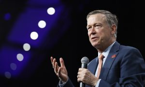 Photo of Hickenlooper Apologizes for Remark on Slave Ship Ahead of Debate