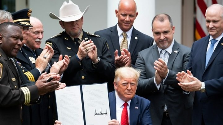 Photo of US police reform: Trump signs executive order on 'best practice'