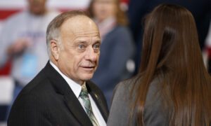Photo of Iowa GOP Rep. Steve King Falls To Primary Challenger Randy Feenstra