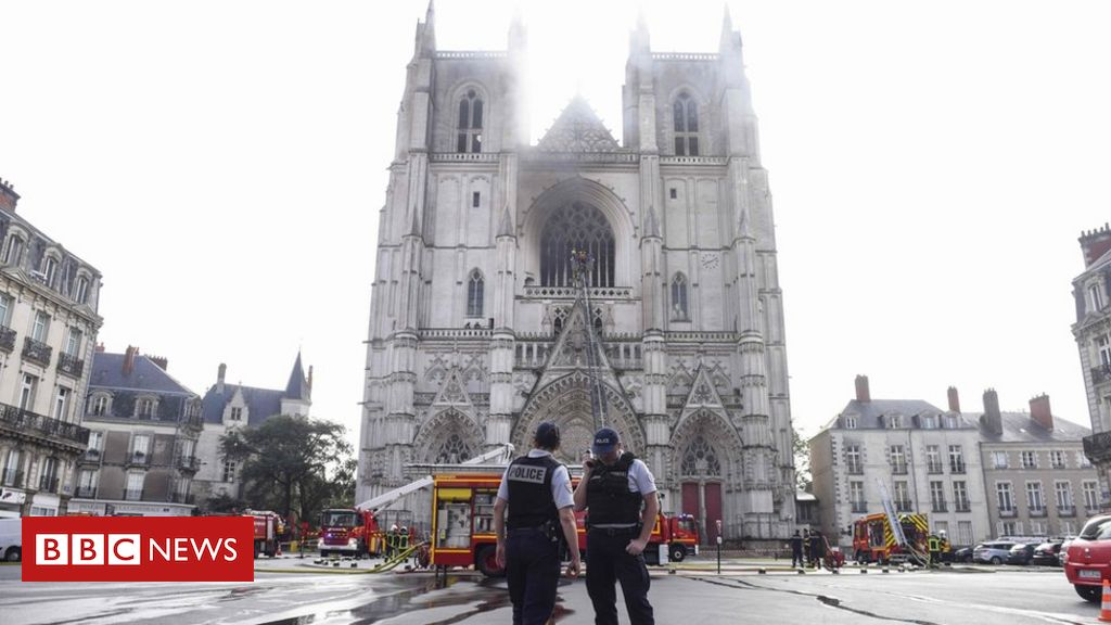 Photo of Nantes: Arson suspected in fire at Saint-Pierre-et-Saint-Paul cathedral