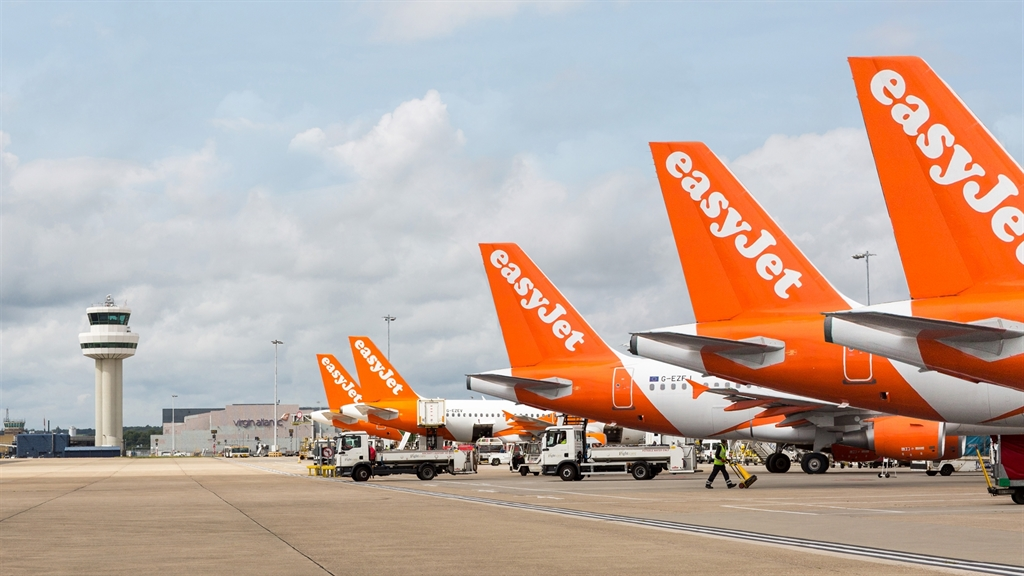 Photo of easyJet to shut bases at Stansted, Southend and Newcastle
