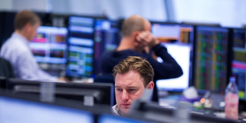 Photo of FTSE 100 loses Thursday's gains to close firmly in red as US virus fears swirl