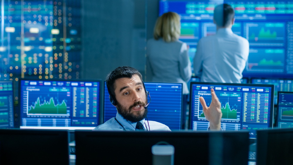 Photo of FTSE 100 closes firmly ahead as traders shrug off any nerves about US earnings
