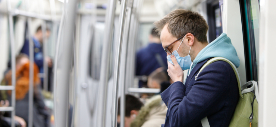 Photo of FTSE 100 makes late dash to keep nose above water but pandemic fears persist