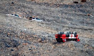 Photo of Authorities Look for Cause of Deadly Glacier Bus Crash in Alberta Rockies