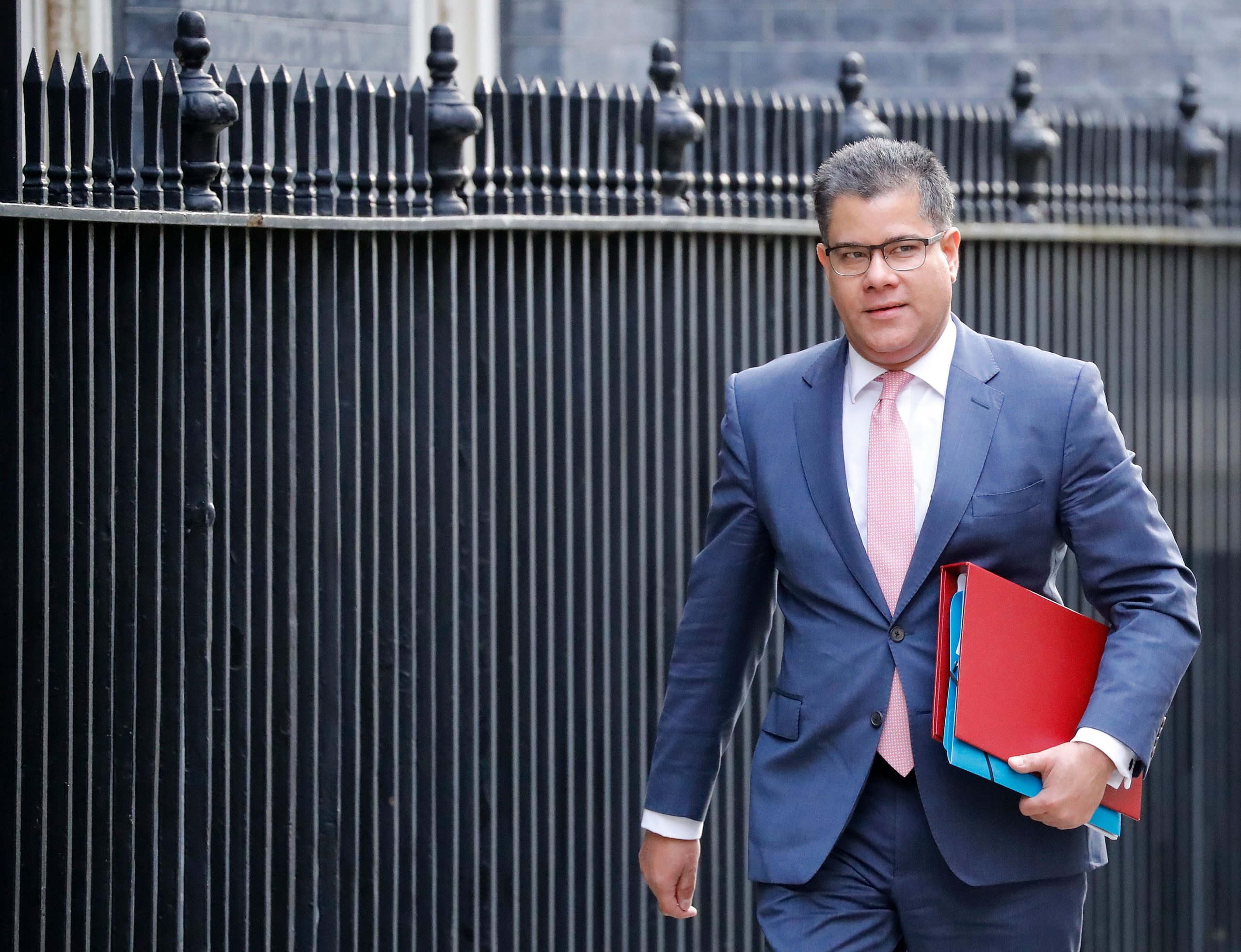 Photo of UK investment in OneWeb satellite firm geopolitical, Cabinet minister says