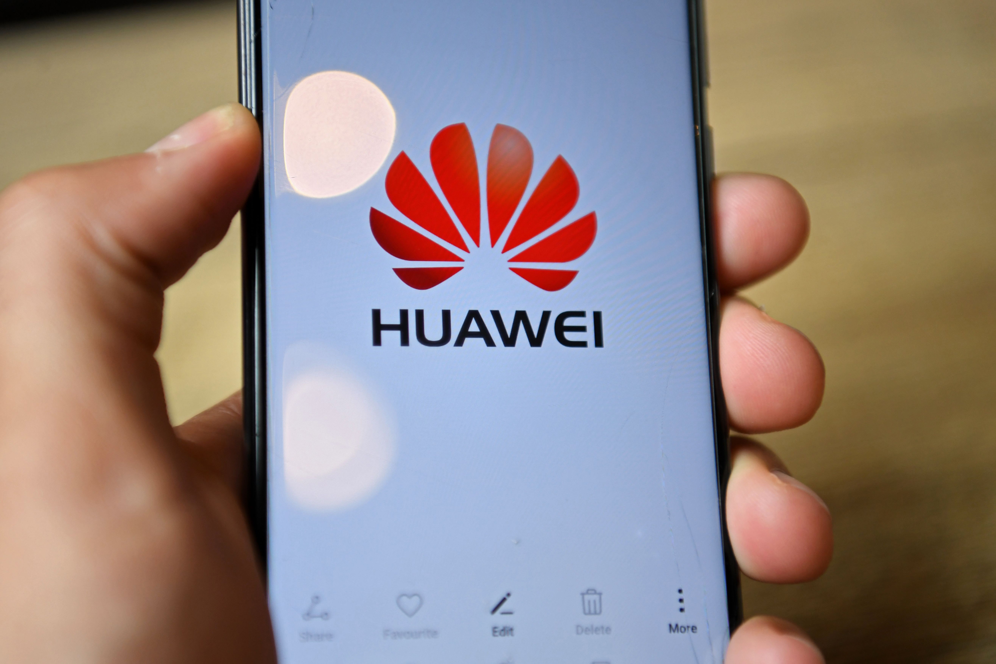 Photo of UK ban on Huawei prompts calls for tougher EU approach