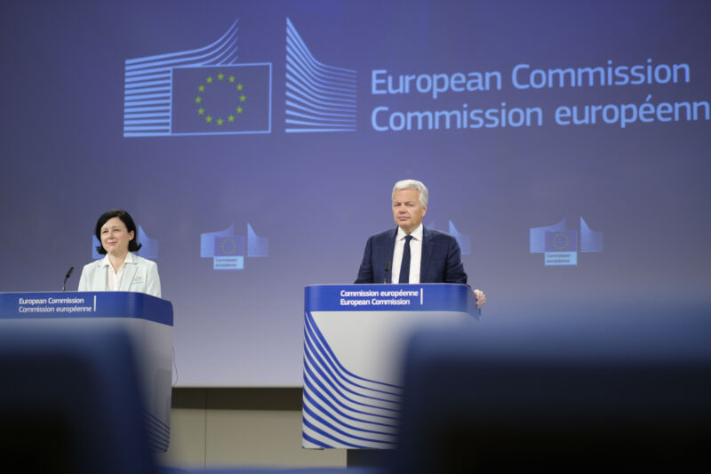 Photo of US-EU Privacy Shield data sharing agreement struck down by court