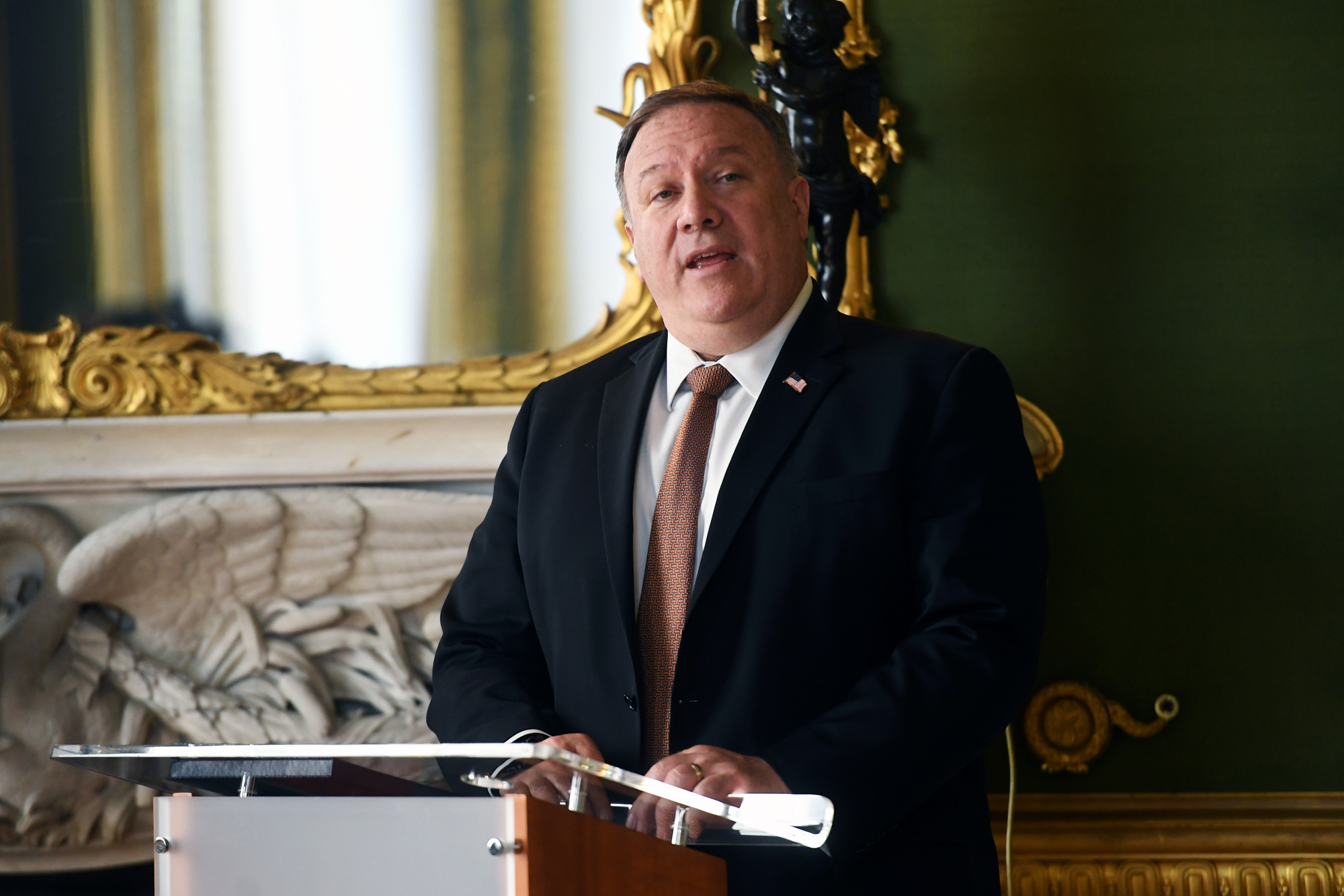 Photo of Mike Pompeo urges all nations to push back against China during UK visit