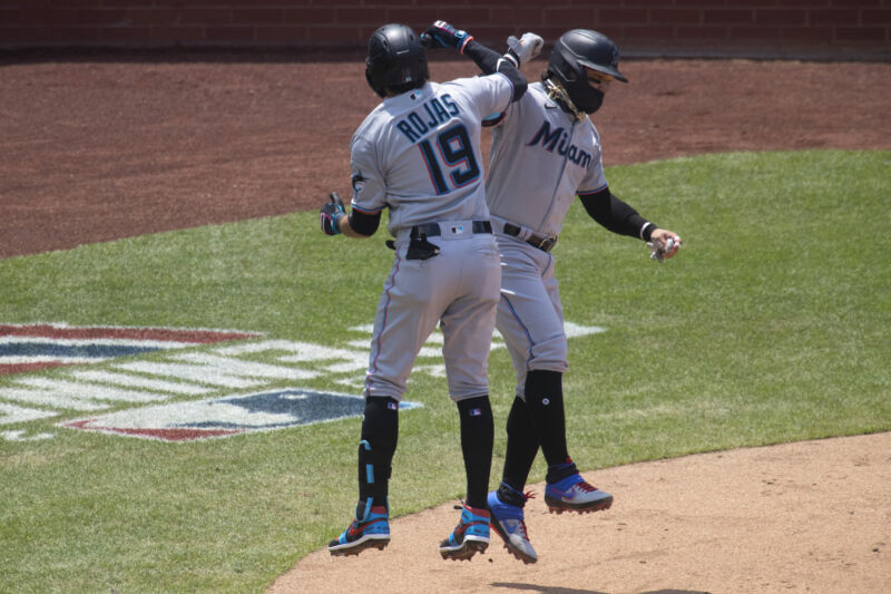 Photo of Miami Marlins halt play for a week after COVID-19 outbreak [Updated]