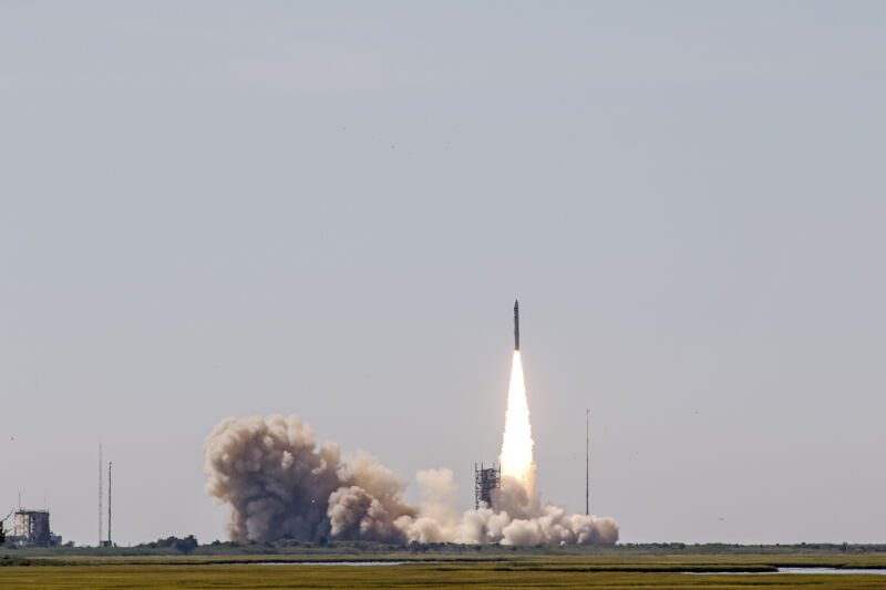Photo of Rocket Report: Another Chinese launch failure, Minotaur IV soars