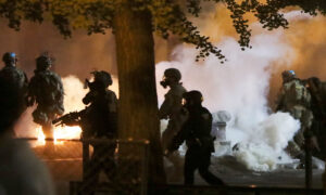 Photo of Portland Leaders Need to Contain Violence or Resign: Expert