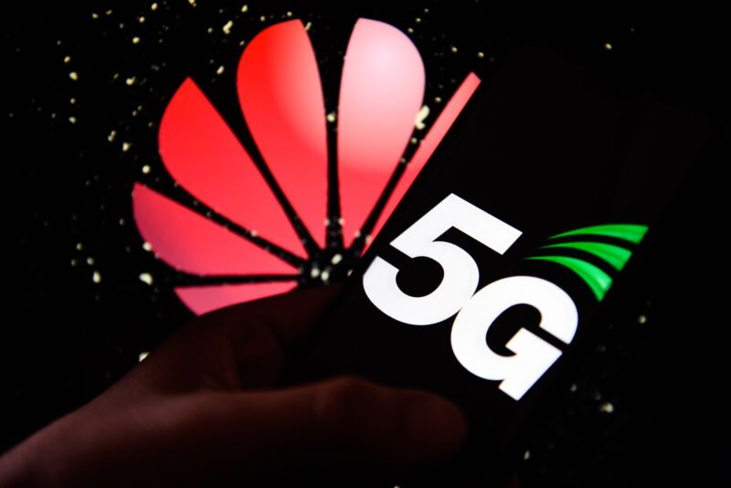 """Photo of UK bans Huawei from 5G networks in """"victory for the Trump administration"""""""