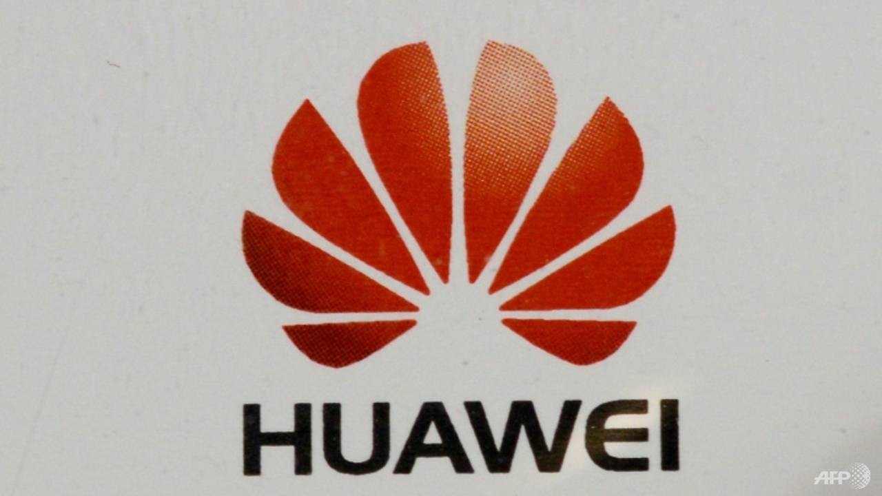 Photo of China calls Britain 'America's dupe' for banning Huawei