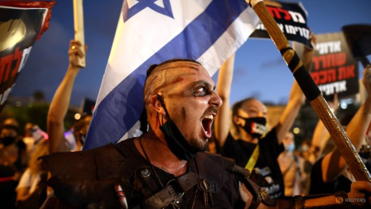 Photo of Israelis protest against government response to COVID-19