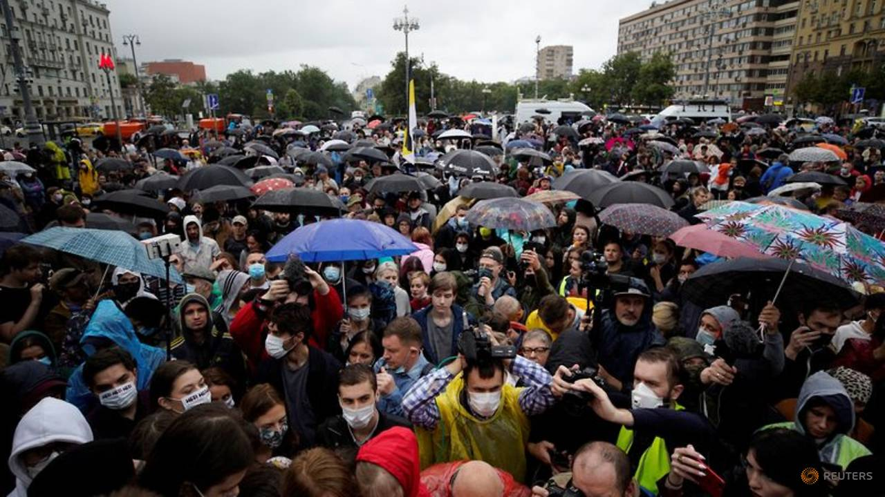 Photo of Hundreds protest in Moscow against reforms that could keep Putin in power