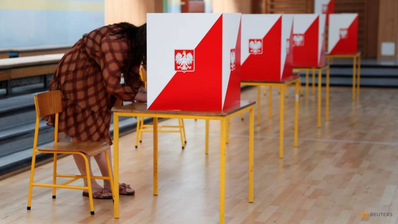 Photo of Poles vote in presidential election that highlights country's deep divisions