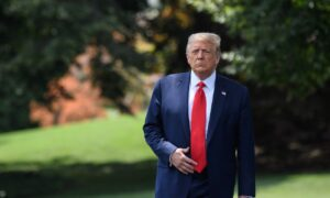 Photo of Trump Says He Has Good Relationship with Fauci, Denounces Navarro Op-Ed