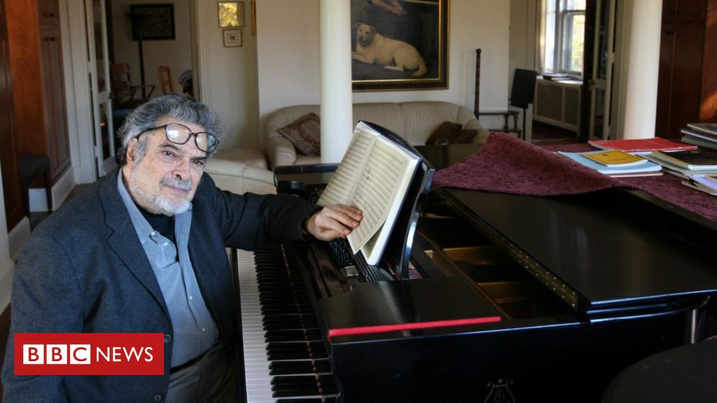 Photo of Leon Fleisher: Pianist who battled hand condition dies at 92