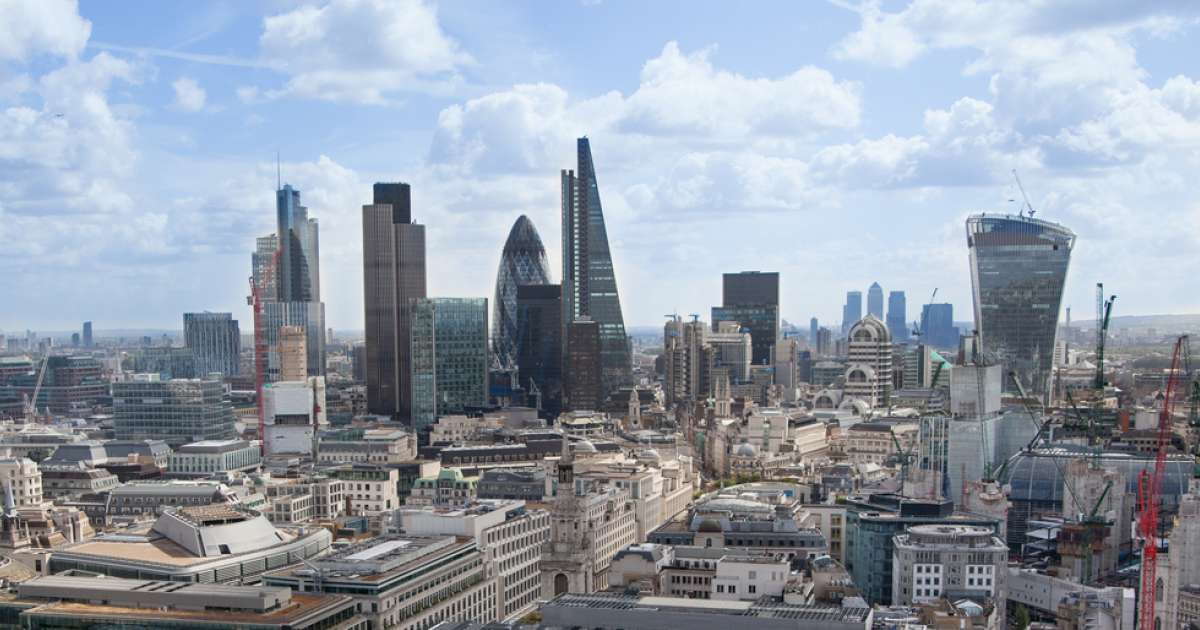Photo of FTSE 100 closes in positive territory but US fears keep lid on gains