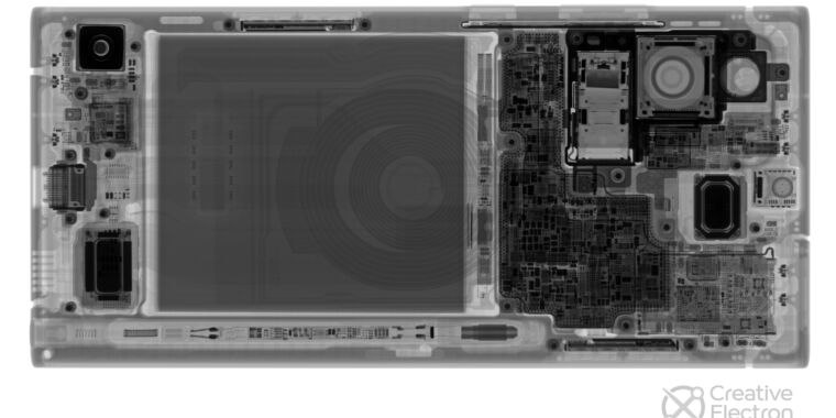 Photo of Galaxy Note 20 Ultra teardowns show two different cooling solutions