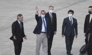 Photo of China Sends Fighter Jets as US Health Chief Visits Taiwan