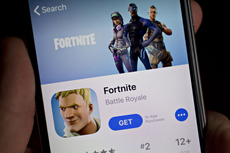Photo of Epic files suit against Apple after Fortnite pulled from iOS App Store [Updated]