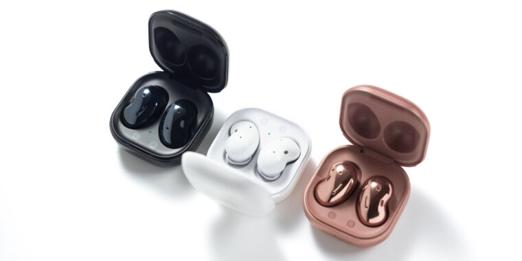 """Photo of Samsungs """"beans"""" earbuds are here, and theyre called the Galaxy Buds Live"""