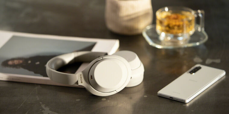 Photo of Sony takes on Bose with new WH-1000XM4 noise-cancelling headphones
