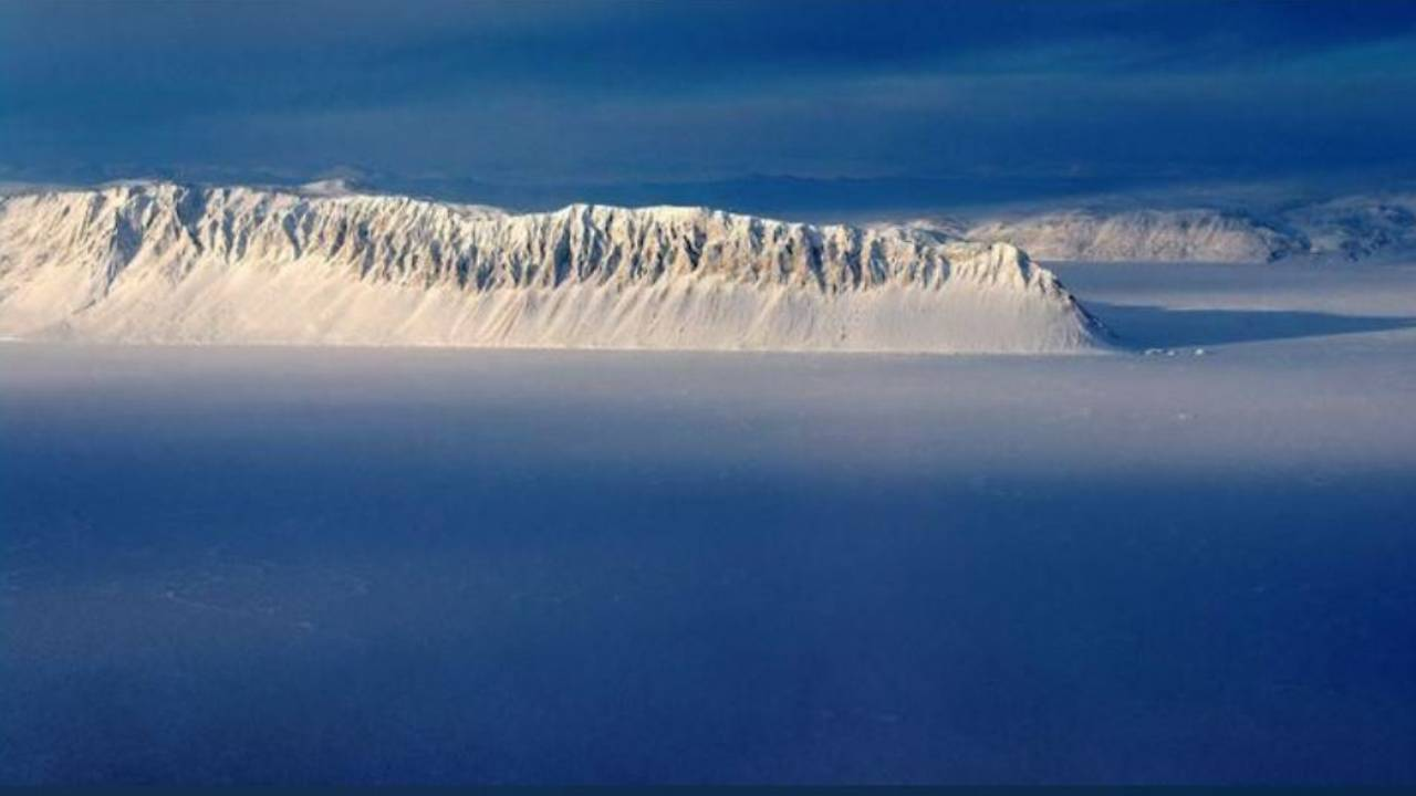 Photo of Canada's last fully intact Arctic ice shelf collapses