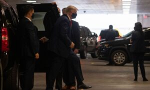 Photo of Trump Arrives at NYC Hospital to Visit Ailing Brother
