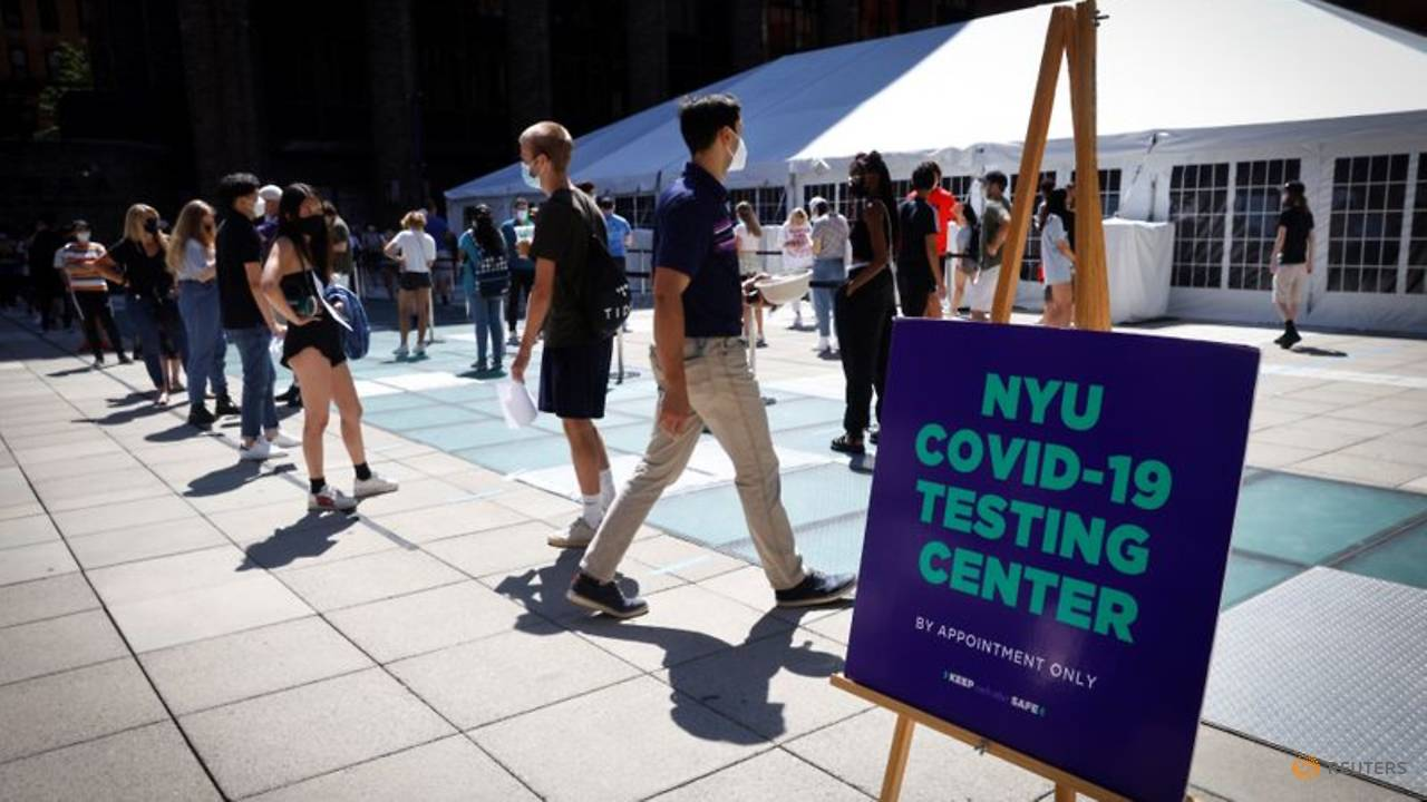 Photo of New York University students queue up for COVID-19 tests