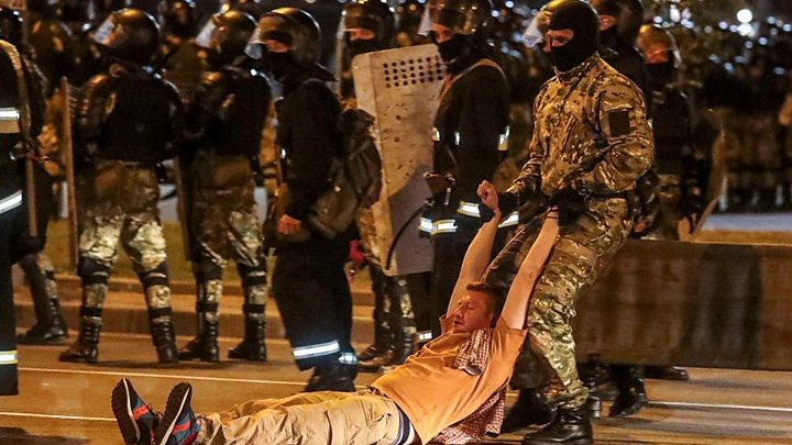 Photo of Belarus election: Second night of clashes over disputed poll